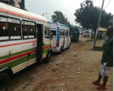 Côte d'Ivoire : A Yopougon, l'installation des «gares sauvages» inquiète des riverains, la passivité de la mairie dénoncée