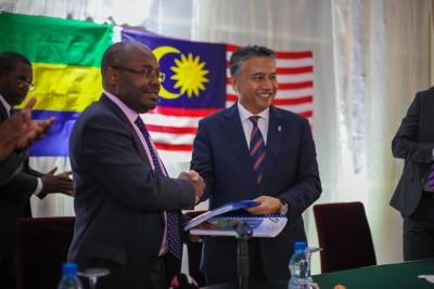 Gabon: Signature de deux contrats d'exploration entre l'Etat gabonais et la société Petronas
