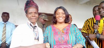 Liberia:  A 60 ans, elle obtient son BAC et force l'admiration de la vice-présidente Taylor