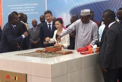 Tchad:     Idriss Déby pose la première pierre d'un nouveau stade de 30.000 places