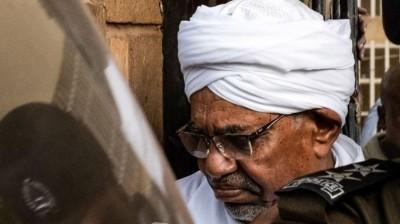 Soudan:   Arrivée au tribunal  d'Omar El Béchir, jugé  pour corruption