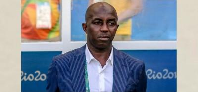 Nigeria : Siasia désapprouve sa suspension à vie par la FIFA et gagne le soutien  de la NFF