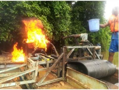 Côte d'Ivoire: Lutte contre l'orpaillage clandestin, la gendarmerie détruit des dragues sur le fleuve Cavally