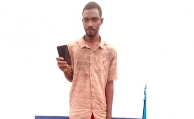 Côte d'Ivoire: A Abobo, il se faisait passer pour un client, vole un téléphone en cha...