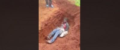 Cameroun: Les sécessionnistes enterrent vivante une femme pour avoir envoyé ses enfan...