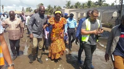 Côte d'Ivoire: Simone Gbagbo sur les traces des inondations à Bassam apporte son soutien aux familles sinistrées