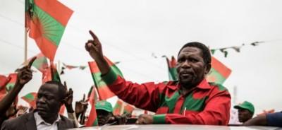 Angola:  Isaias Samakuva  cède son fauteuil de leader de l'UNITA