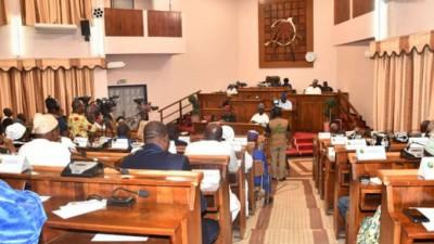 Bénin: Adoption du nouveau code électoral, la caution pour devenir Président ramenée à 50 millions F Cfa