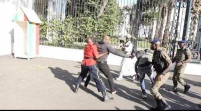 Sénégal: L'activiste Guy Marius Sagna manifeste jusque devant les grilles du palais et se fait arrêter… sa libération exigée