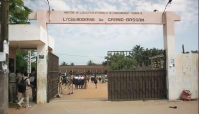 Côte d'Ivoire: Perturbation des cours pour anticiper  congés, quand  étudiant et  maçon et autres  s'en mêlent à Bassam