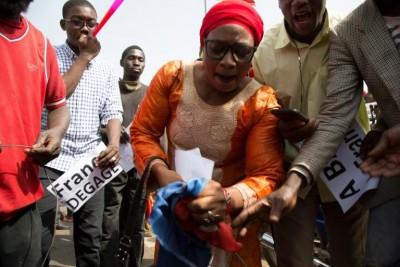 Mali: A trois jours de la «convocation »de Macron, un millier de manifestants  dans l...