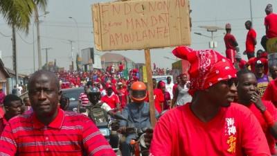 Guinée:  Le FNDC suspend ses protestations après le décès de 3 manifestants