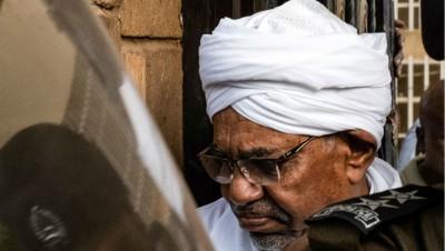 Soudan : Khartoum compte livrer Omar El Béchir pour les crimes au Darfour