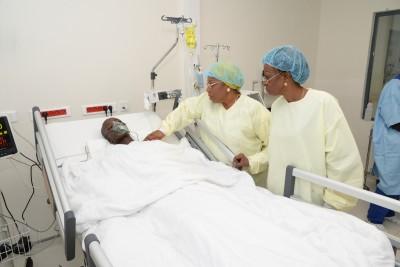 Côte d'Ivoire : La Ministre Ly Ramata a visité la petite fille victime de viole prise en charge par la Première Dame à l'HME