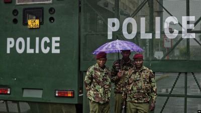Kenya : «Fake news», pour lutter contre le racket, les poches retirées des uniformes des policiers