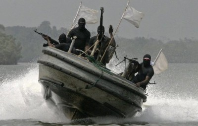 Nigeria : Des soldats incendient des maisons de pirates en représailles à une attaque dans le sud