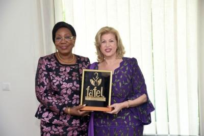 Côte d'Ivoire : Humanitaire, la Première Dame Dominique Ouattara reçoit un trophée d'...