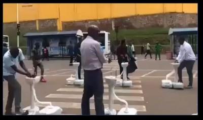 Rwanda : Coronavirus, pour éviter la propagation, le lavage des mains exigé avant de monter dans le bus