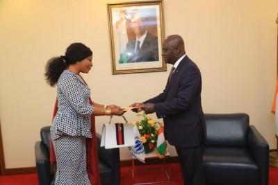 Côte d'Ivoire : La nouvelle représentante Résidente du HCR présente sa lettre de cabinet à Amon Tanoh