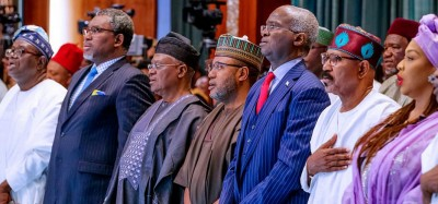 Nigeria :  Covid-19, les ministres offrent 50% de leurs salaires, Obasanjo sa maison, des prisons à décongestionner