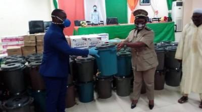 Côte d'Ivoire : Coronavirus, remettant des kits sanitaires dans le Haut Sassandra,  le préfet, «...les villages ne sont pas à l'abri du virus »