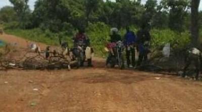 Côte d'Ivoire : Niakara, pour faire respecter le couvre-feu, des Gendarmes s'attaquen...