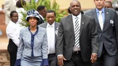 Botswana : Testé négatif au Covid-19, le Président Mokgweetsi Masisi sort de sa  quarantaine