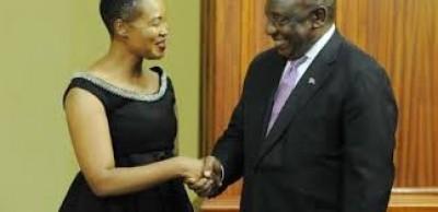 Afrique du Sud : Une ministre convoquée  par le Président pour avoir violé le confine...
