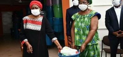 Côte d'Ivoire: Pour bouter hors de sa commune le Covid-19, une députée offre des kits à sa population