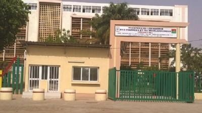 Burkina Faso : Trois contrôleurs des impôts révoqués pour indiscipline