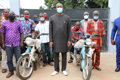 Côte d'Ivoire : Haut Sassandra, 52 leaders du mouvement Union des soroistes virent au RHDP, Touré leur offre des motos pour aller en campagne