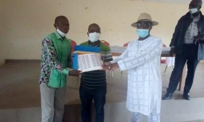 Côte d'Ivoire : 2020, à Bangolo, un député RHDP offre 4000 timbres et promet la victoire à son Parti à l'ouest