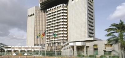Cameroun  :   Le Coronavirus fait reculer la croissance mondiale, la Beac prévoit une récession économique de 5,9% en Cemac