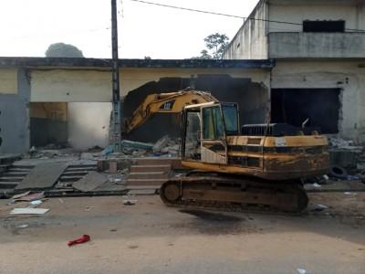 Côte d'Ivoire : 4ème pont, l'opération de libération de la bretelle de Bromakoté dans la commune d'Adjamé démarrée dans le calme, mosquée, école, boulangerie, pharmacie démolis