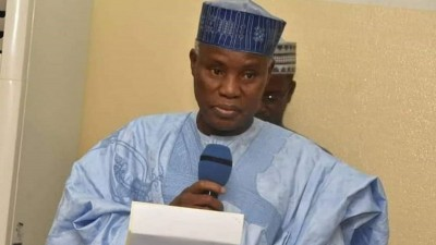 Nigeria : Le ministre de la Défense, Bashir Magashi poursuivi pour « un licenciement illégal »