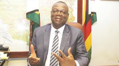 Zimbabwe : Le coronavirus emporte le ministre de l'Agriculture Perrance Shiri