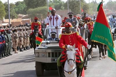 Burkina Faso : Fête de l'indépendance, le président Kaboré reconnaissant des sacrifices des FDS