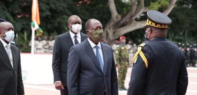 Côte d'Ivoire : 60ème anniversaire de l'indépendance, une prise d'armes a eu lieu au Palais présidentiel en présence de Ouattara