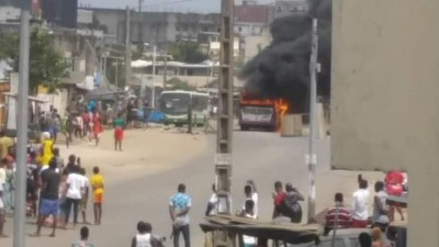 Côte d'Ivoire : Manifestations, un bus incendié à Yopougon