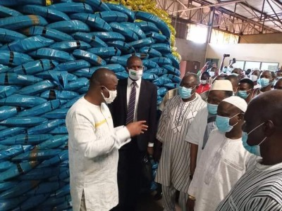 Burkina Faso : Des commerçants effectuent une commande de plus de 880 millions FCFA p...