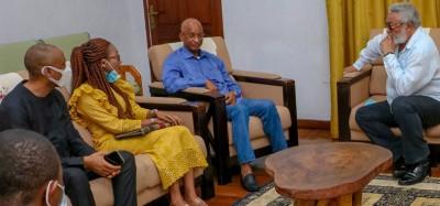 Guinée :   Appels de Rawlings aux autorités guinéennes et à la CEDEAO avant les élect...