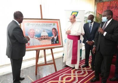 Côte d'Ivoire - Vatican :   Un timbre à l'effigie de Ouattara et le pape François pour la célébration des 50ème anniversaire des relations diplomatiques entre les deux pays