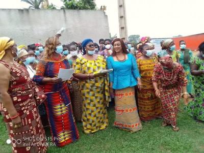 Côte d'Ivoire :    Soutien des Femmes Atchans à la candidature de Ouattara, un collec...
