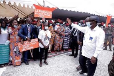 Côte d'Ivoire : Zuenoula, Ouattara salue le dynamisme économique incarné par les femm...