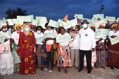 Côte d'Ivoire : Région de la Marahoué La Première Dame fait  d'importants dons aux fe...