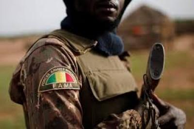 Mali : Trois militaires tués et une vingtaine de villageois enlevés dans le centre