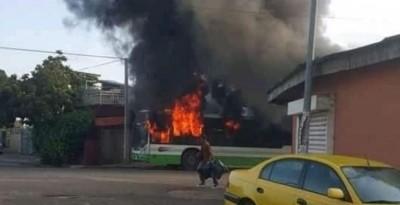 Côte d'Ivoire : Cocody, un autre bus incendié par des casseurs