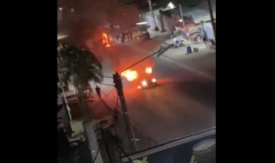 Côte d'Ivoire : Nuit de terreur à Yopougon Académie, 4 véhicules incendiés dont un bus, un mort