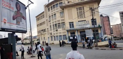 Côte d'Ivoire : Attente enthousiaste devant les bureaux de vote