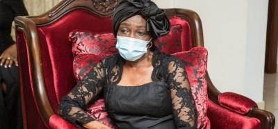 Ghana :  La femme de Rawlings bien portante, pas hospitalisée